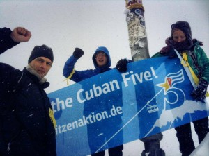 "Transparent ""Free The Cuban Five!"" auf dem Gipfel der Zuspitze"